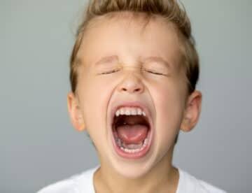 Kid screaming loosing tooth